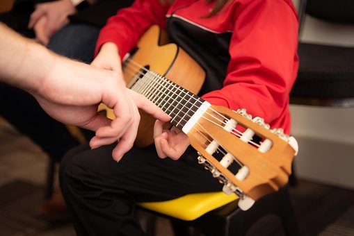 Merits Of Hiring A Professional Guitar Teacher: